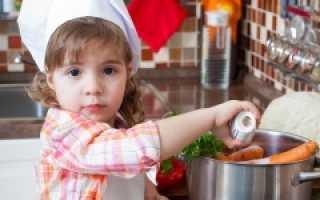 Когда можно начинать подсаливать пищу малышу