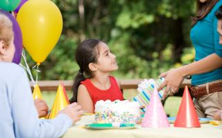 Что можно подарить дочке на 9 лет
