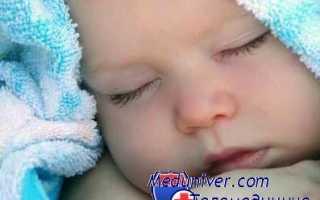 Почему малыш спит с полуоткрытыми глазами