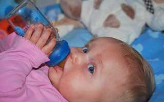 Со скольки можно младенцу давать воду