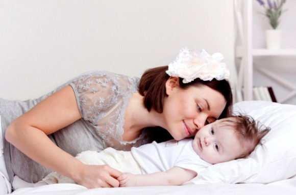 Почему малыш крутит головой во сне